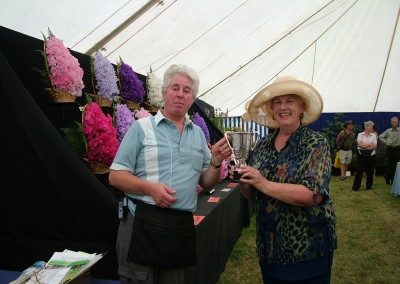 Mary-Sharpe-presents-Best-in-Show-for-Hort.